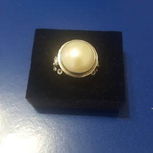 Beautiful large pearl ring, size 9